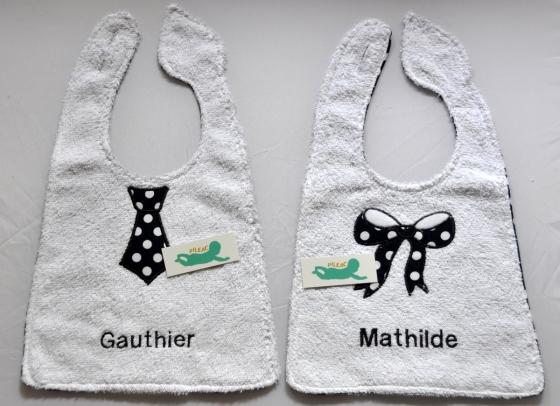 Les bavoirs de baptême de Mathilde et Gauthier